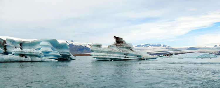 Живописный ледник в Исландии