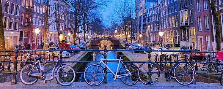 Велосипеды на улице Амстердама