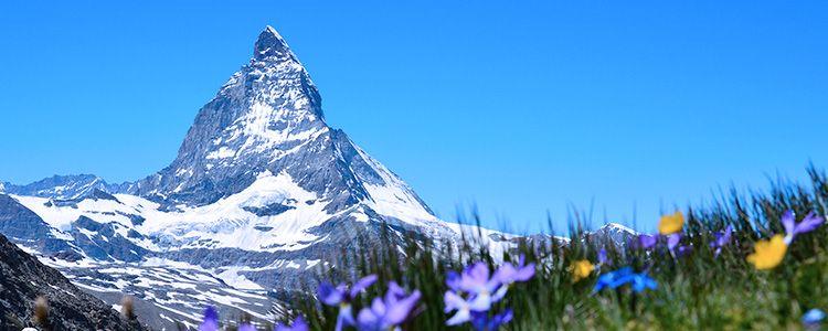 Вид на гору Маттерхорн весной